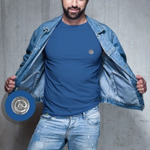Camiseta Azul com Pingente