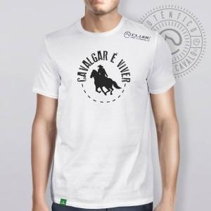 Camiseta Branca Frases: Cavalgar é Viver do Clube do Cavalo