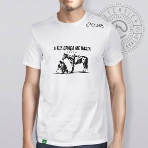 Camiseta Branca Frases: A tua Graça... do Clube do Cavalo