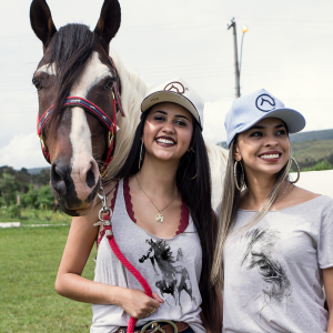 BLUSA OFF WITH CLUBE DO CAVALO - olhar